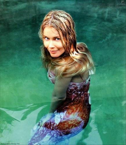 Claudia Schiffer - 23