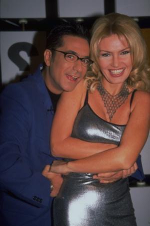 """YASEMİN KOŞAL  1998 yılı sonları ve 1999 yılında """"Çarkıfelek"""" yarışmasında hosteslik yaptı."""