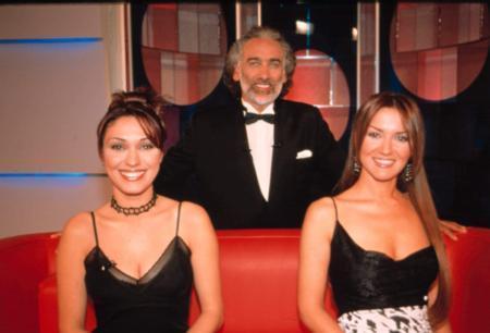 """ZUHAL TOPAL  Sinan Çetin'in sunuculuğunu yaptığı reality şov programı olan """"Film Gibi""""de hostes olarak görev aldı."""