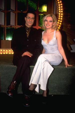 """BESTE ACAR  Şarkıcı Kayahan'ın kızı Beste Acar da 1998 yılında """"Çarkıfelek"""" hostesi olmuştu."""