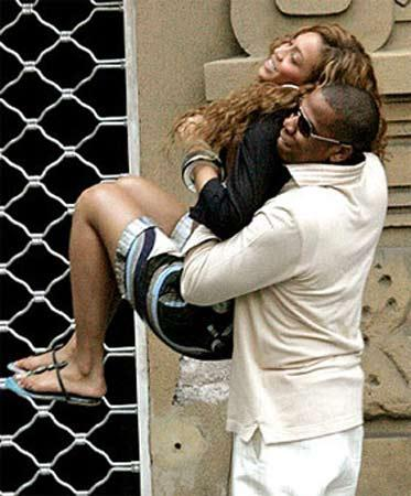 Ancak Beyonce ve Jay-Z şikayetlerinden vazgeçmeyip, oteli ve şantajcıyı mahkemeye verdi.