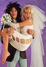 Tommy Lee- Heather Locklear  Tommy Lee, seksi yıldız Pamela Anderson'dan önce bir başka ünlü oyuncu Heather Locklear ile evliydi.