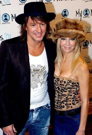 Heather Locklear- Richie Sambora  Tommy Lee'nin eski eşi oyuncu Heather Locklear, ikinci evliliğini bir başka müzisyen Bon Jovi'nin gitaristi Richie Sambora ile yaptı.