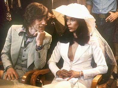 Jagger ve Nikaragua doğumlu eşi başlarda çılgın bir hayat sürdüren uyumlu ikili olarak dikkat çekiyorlardı.