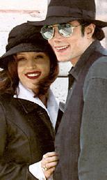 Michael Jackson- Lisa Marie Presley  Lisa -Marie Presley ile Michael Jackson, 1994 yılının Mayıs ayında Dominik Cumhuriyetinde, gizlice, 15 dakika süren bir törenle evlendiler.