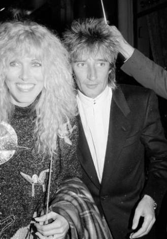 Rod Stewart- Alana Stewart  Müzik dünyasının sık sık evlenen her çiçekten bal alan ünlülerinden biri de Rod Stewart.
