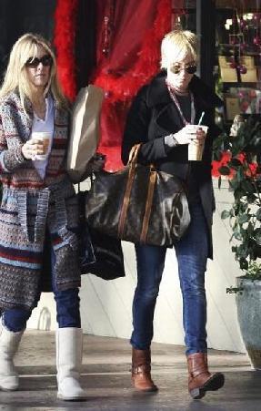 Manken Kimberley Stewart'ın annesi olan Alana ile Rod Stewart 1984 yılında boşandı.