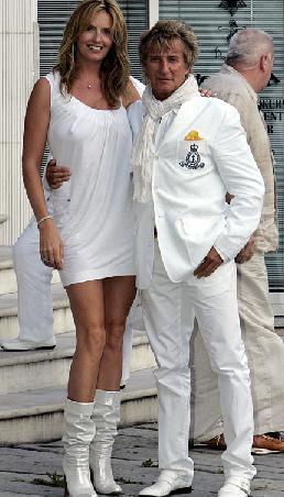 Rod Stewart- Penny Lancaster  Stewart, üçüncü evliliğini de yine bir manken olan Lancaster ile yaptı.