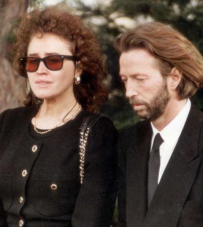 Eric Clapton- Lory Del Santo  Clapton'ın trajik biçimde sona eren ilişkilerinden biri de Del Santo ile yaşadığı. Resmi olarak evlenmeyen çiftin 5 yaşındaki oğlu Connor, bir gökdelenden düşüp öldü. Bu çift için bir yıkım oldu.