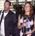 Eric Clapton- Melia McEnery  Eski tüfek rock'çı Clapton hayatının huzurlu dönemini McEnery ile geçiriyor.