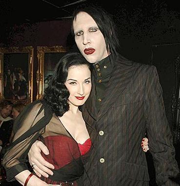 Marilyn Manson- Dita von Teese  Çılgın müzisyen Manson, burlesk dansçı Dita Von Teese ile 2005 yılında evlendi.