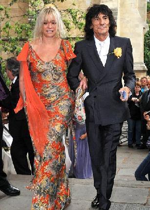 Wood torunu yaşındaki sevgilisi için karısını bıraktı ve bu ona 50 milyon pound'a mal oldu.
