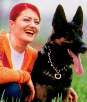 Candan Erçetin  Ünlü şarkıcı Candan Erçetin'in birden fazla köpeği var. Eros adında bir golden retriever, Wolf ve Lolla isimli kurt köpekleri olan şarkıcının ofisinde de bir kedisi, kangal köpekleri ve bir de kuşu bulunuyor.