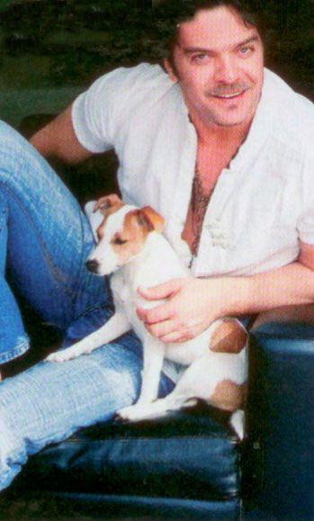 Beyazıt Öztürk  Ünlü şovmen Beyaz'ın köpeğinin ismi 'Kızım'.Cinsi ise jack rusell terrier.