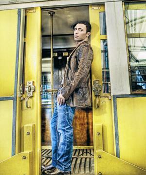 MUSTAFA SANDAL Ünlü popçu Mustafa Sandal'ın en büyük fobisi, trafikte tüp kamyonetlerinin arkasından gitmek. Gençliğinden beri bu fobiyle yaşayan şarkıcı, seyir halindeyken tüp kamyoneti gördüğü zaman aracını kenara çekip, kamyonetin uzaklaşmasını bekliyormuş.