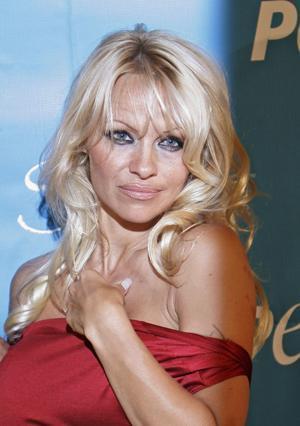 PAMELA ANDERSON  Pamela Anderson, aynalardan korkuyor. Aynalar, seksi oyuncuya fazla gizemli geliyormuş.
