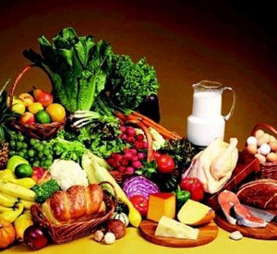 Dikkatli tüketin!   GLİSEMİK İNDEKSİ ORTA BESİNLER: Az pişmiş makarnalar, patates, şeker ilavesiz taze portakal suyu, tam tahıllı kızarmış ekmek, konserve kırmızı-yeşil mercimek...  ET: Haftada en fazla iki kere tüketilmeli çünkü bu besin grubu, proteinde bulunan asitler nedeniyle metabolizma tarafından zor yakıyor. Et grubu için doğal besi hayvanlarını tercih edin, yağ oranlan çok daha az olacaktır.  YUMURTA: Sarısını yemediğiniz sürece hiçbir sakıncası yok.  SÜT ÜRÜNLERİ: Yağsız beyaz peynir, soya yoğurdu, probiyotik yoğurt...  KAHVE: Günde üç fincandan fazlasından kaçının.  YAPAY TATLANDIRICILAR: Fruktoz, pekmez...  PEYNİRLER: Çedar, feta, parmesan, yağsız beyaz peynir KURU MEYVELER: Üzüm, incir, kayısı ÇİKOLATA:  Yüzde 70 kakao'lular