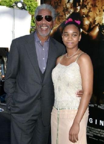 Morgan Freeman geçen yıl bir otomobil kazası geçirmiş ve kaza sırasında yanında genç bir kadın olduğu iddia edilmişti.   Freeman E'Dena Hines ise Dark Knight (Kara Şövalye) filminin galasına da katılmıştı.