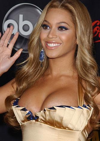Beyonce de biraz daha dikkatli olabilirdi.  Ünlünün resimleri için tıklayın...