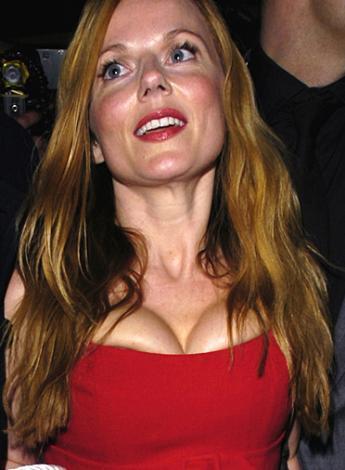 Geri Halliwell'in hem silikonarı hem de elbisesi abartılı.  Ünlünün resimleri için tıklayın...