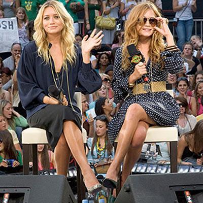 Ashley ve Mary-Kate Olsen'ın çocukluk yıllarından kalma dizi ve filmlerinden çok, giyim kuşam anlayışları gündem konumuz olduğundan, onlar da bize geri ödemeyi sektöre The Row ve Elizabeth & James adında nur topu gibi iki marka vererek yaptılar. Artık tasarımcı ve iş kadını kimlikleriyle dolaşıyor ve gayet de mutlu gözüküyorlar.