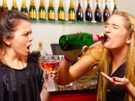 Kontrollü için: Alkol genel sağlık kadar kilo kontrolünde de önemlidir. İçki içme durumunda kaldığınız ortamlarda kendinizi bir kadehle sınırlandırın. İçecek sipariş ederken en doğru seçeneklerin su, soda, sebze suları olduğunu unutmayın.