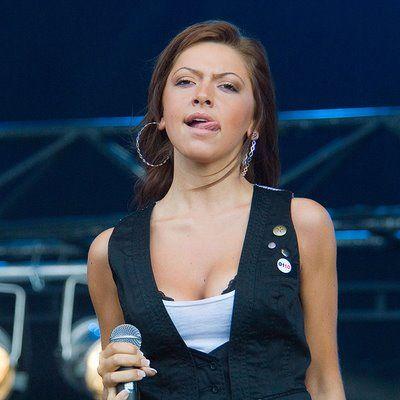 Hadise(Şarkıcı-Belçika)  24 yaşında.Eurovision'da Türkiye'yi temsil etti.Rusya'dan dördüncülükle ayrıldı.