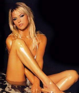 Nigar Talibova(Manken-Azerbaycan)  34 yaşında.1990'lı yılların sonlarında modellik yaparak ünlendi.2003 yılında yapıyor.  şarkıcılık denemesi yapan güzel,halen modellik  yapıyor.