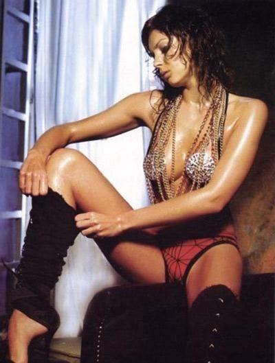 Arzu Pavlova(Model)  Avrupai görünümüyle podyumların aranılan isimlerinden.34 yaşında.