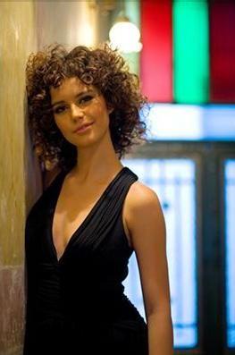 """Beren Saat(İstanbul-Oyuncu)  26 yaşında.""""Aşk-ı Memnu"""" dizinde canlandırdığı fettan Bihter rolüyle tanındı."""
