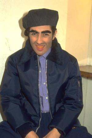 MELTEM CUMBUL  Oyuncu Meltem Cumbul, kendi ismini taşıyan şov programı için erkek kılığına girdi. Cumbul, saatler süren makyaj sonunda tanınmaz hale geldi. Ünlünün foto galerisi için tıklayın...