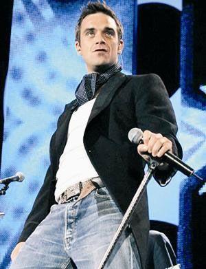Robbie Williams  1990'larda kokain kullanan, üzerinden yedi yıl geçtikten sonra alkol bağımlısı olan İngiliz şarkıcı Robbie Williams, bir merkezde tedavi olmaya başlamıştı. Ünlü şarkıcı hâlâ bağımlılıktan kurtulmaya çalışıyor.