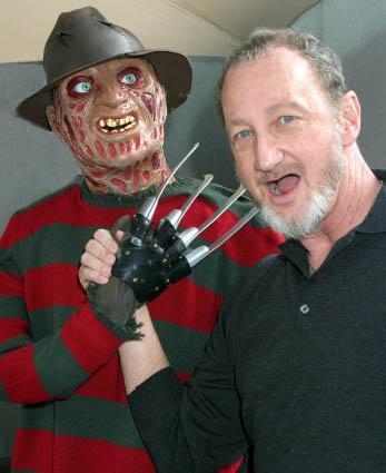"""HEP DEHŞET SAÇAN ADAM  """"Elm Sokağı"""" serisinin zihinlere kazınan ürkütücü karakteri Freddy Krueger'ı beyazperdede Robert Englund canlandırdı."""