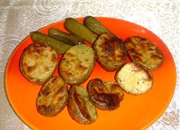 Fırında patates yapmadan önce,10-15 dakika haşlayın ve çatal ile delin. Daha kolay pişecektir.