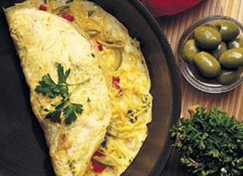 Kabarık bir omlet yapmak istiyorsanız, bir çorba kaşığı suyun içerisine bir çay kaşığı mısır unu karıştırın. Hazırladığınız karışımı yumurtaya ilave edin. Böylece kabarık bir omlet yapmış olacaksınız.
