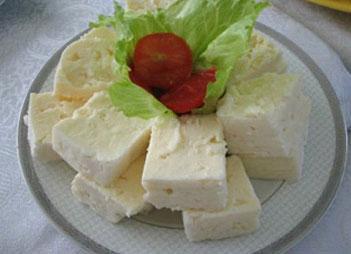 Peyniri kolay rendelemek için,15 dakika buzlukta bekletin.