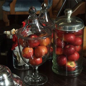 Kavanozlar:   Kapaklı cam kavanozlara koyacağımız mevsim meyvaları ile hem farklı hem de pratik bir çözüm yaratabilirsiniz.Ala Turca –Çukurcuma-