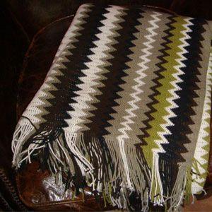Battaniye:   Geometrik desenli battaniye ile kanapelerimizde sıcaklık yaratabiliriz. IKEA