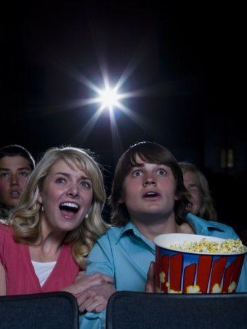 DIŞARIDA BİR GECE  - Sizi sinemaya götürdü. (+2)  - İstediğiniz filme gittiniz. (4-4)  - O filmden nefret ediyor. (+6)  - Peki ya onun istediği filme giderseniz. Film bir bilim kurgu. (-3) - Filmde uzaylı tipli acayip yaratıklar birbirini öldürüp duruyor. (-9)