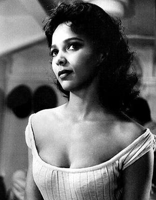Dorothy Dandridge Dandridge, sinema tarihine Oscar ödülüne aday olan ilk siyah kadın oyuncu olarak geçti. Dandridge'in alamadığı ödülü tam 35 yıl sonra bir başka siyah oyuncu, Halle Berry alacaktı.