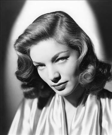 Lauren Bacall 19 yaşındayken keşfedilen Bacall, buğulu sesi ve bakışlarıyla ünlü oldu. Kendini hiç güzel bulmayan Bacall, ''Çarpık kaşlarım ve dişlerim var. Niye insanlar beni güzel buluyor anlamıyorum'' demişti.