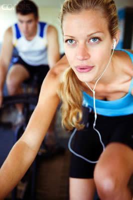 Diyetle ilgili bildiğimiz gerçekler değişiyor mu?  • Kısa vadede, hızla, fazla kilolardan kurtulmak mümkün.   Doğru. Ancak hızla kaybedilen kiloların aynı hızla hatta fazlasıyla geri dönebileceği unutulmamalı, kısa sürede hızlı ama geçici kilo kaybındansa, olması gereken sürede dengeli kalıcı kilo kaybı tercih edilmeli.   • Her tür hareket ve spor zayıflatır.  Kısmen doğru.  Her tür hareket ve spor enerji harcanması için bir yöntem. Ancak gün içerisinde aldığınız kalori miktarı harcadığınız kalori miktarından fazlaysa kilo kaybı sağlanamaz.