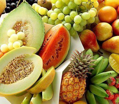 """Organik beslenin  İşte, sebze ve meyve alırken aklınızda bulunması gereken bir kural: """"Kabuklarıyla tüketeceğiniz ürünleri organik alın. Fakat soyarak yiyecekseniz, mevsiminde tüketin."""" diyor Jeffrey Morrison. Eğer organik olmayan meyve ve sebzeler alıyorsanız, kimyasallardan arındırmak ve bakterileri öldürmek için, yemeden önce Ex'sir Sanitizer (21,95 TL; marketlerde) gibi arındıran bir ürünle mutlaka temizleyin."""