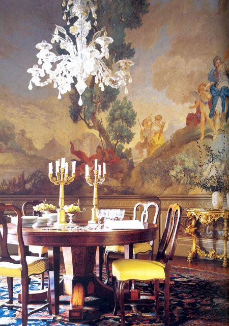 Maria Beatrice ve Leonardo Ferragamo:  Leonardo Ferragamo ile evlenmeyi kabul ettiğinde yaşayacağı evi kendisinin yerine nişanlısının seçeceğini bilmeyen Maria Beatrice, Floransa yakınlarında bulunan Villa Le Rose adlı malikane için mobilya ve tüm seçimlerin kendisine ait olduğunu belirtiyor. Aristokratik bir tarihe sahip olan evde tezat olarak uygulanan taze ve genç renkler göze çarpıyor. Evin dekorasyonu, aile içinden 4 kişiden oluşan bir ekip çalışması sonucu ortaya çıkmış.
