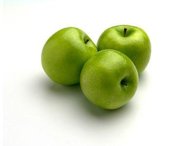 Elma Elma, besin değeri dışında, nefes darlığı ve kalp hastalıklarına karşı koruyucudur. Vücuttan toksinlerin atılmasına yardımcı olur, lifli olduğu için bağırsakları temizler, karaciğerinden şikayet edenler, romatizmalılar ve hatta şeker hastalan bile elmadan faydalanabilirler. Elma yatıştırıcı, uyku vericidir, baş ağrılarına iyi gelir.