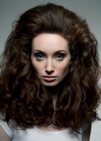 Saçlarda kabarma-elektriklenme  Saçların kabarması çoğunlukla statik elektriklenmeden kaynaklanır ama saç teli kalınlığı, saçın sıklığı, saçın çıkış açısı, yıkama suyunun sertliği ve kullanılan şampuan gibi birçok faktör de etkili olur.Yapılacak en güzel şey bu konuda etkili bir şampuan ve saç kremi kullanmaktır.