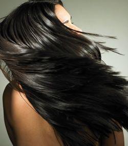 Saçta aşırı yağlanma  Saçta yağlılık yaşa, cinsiyete ve kişinin genetik yapısına bağlıdır. Ergenlik döneminde artmaya başlayan yağ salgısı gençlik yılları boyunca devam eder. Az da olsa yağlı beslenmenin de yağlanmada etkisi vardır.  Saçların dökülme döneminde de yağlılığın arttığı gözlenir. Burada asıl etken, yağ salgısının artmasından çok, saçlar azalırken yağ hücreleri azalmadığı için her saç teline düşen yağ miktarını artmasıdır bu da saçın yağlı görünmesine neden olur. Yağlı saçlar için üretilmiş şampuanların kullanılması yeterlidir.