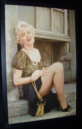 Marilyn Monroe:   O, ölümünden 47 yıl sonra, 1999'da People okurları tarafından ''Yüzyılın En Çekici Kadını'' seçildi. Bu bile beyazperdenin tanınmış güzelini anlatmaya yetiyor. Platin saçları ve kendine özgü yorumuyla tanınan sarışın oyuncu, genç yaşta hayata veda ederken ardında bir efsane bıraktı.