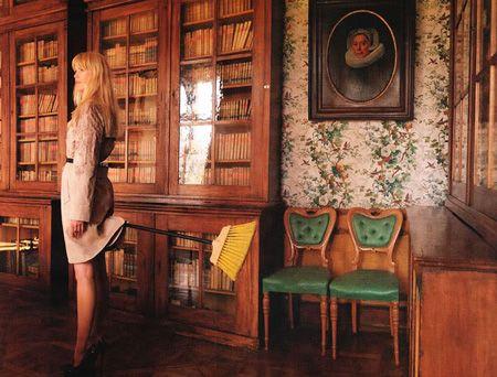 Alman Vogue'unun Kasım sayısında Claudia Schiffer, Avusturyalı Fotoğraf  Sanatçısı Erwin Wurm'a birbirinden sıra dışı pozlar verdi. İşte o sanat eseri gibi kareler...