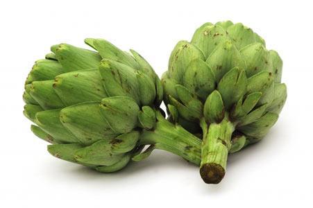 ENGİNAR Potasyum, kalsiyum ve manganez açısından zengin olan A, B1 ve C vitaminlerini içeren enginar, yanlış beslenme, ilaç veya alkol kullanımı sonucu oluşan toksinlere karşı karaciğeri koruyucu rol gösterebilen, kolesterol ve trigliserit seviyelerinin düşmesinde etkili olabilen bir besindir… İştahın dengelenmesine ve sindirime yardımcı özellikler taşıyabilir. Vücut ve özellikle karaciğer için iyi bir temizleyici olan bu lezzetli ve aromatik besinin yağ yakımında yararı olduğu biliniyor.
